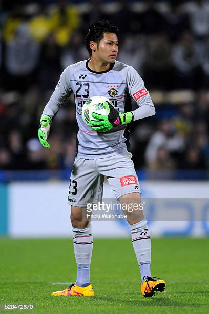 Kosuke Nakamura of Kashiwa Reysol in action during the JLeague match between Kashiwa Reysol and FC Tokyo at the Hitachi Kashiwa Soccer Stadium on...