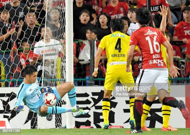 Kosuke Nakamura of Kashiwa Reysol makes a save during the JLeague J1 match between Kashiwa Reysol and Urawa Red Diamonds at Hitachi Kashiwa Soccer...