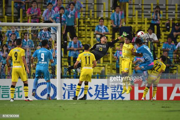 Kosuke Nakamura of Kashiwa Reysol makes a save during the JLeague J1 match between Kashiwa Reysol and Sagan Tosu at Hitachi Kashiwa Soccer Stadium on...
