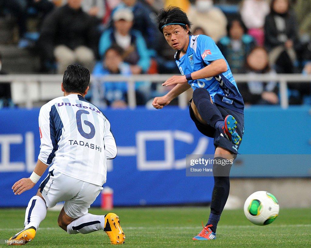 Kosuke Onose of Yokohama FC in action during the J.League Second Division match between Yokohama FC and Fagiano Okayama at Nippatsu Mitsuzawa Stadium on March 24, 2013 in Yokohama, Japan.