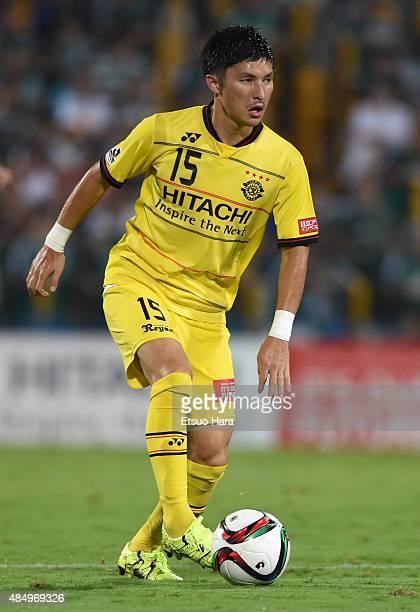 Kosuke Taketomi of Kashiwa Reysol in action during the JLeague match between Kashiwa Reysol and Matsumoto Yamaga at Hitachi Kashiwa Soccer Stadium on...