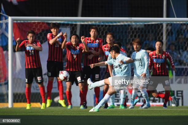 Kota Ueda of Jubilo Iwata scores his side's second goal from a free kick during the JLeague J1 match between Jubilo Iwata and Consadole Sapporo at...