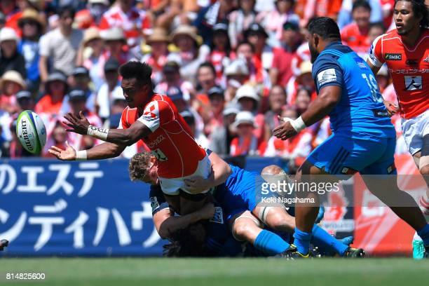 Kotaro Matsushima of Sunwolves passes the ball during the Super Rugby match between the Sunwolves and the Blues at Prince Chichibu Stadium on July 15...