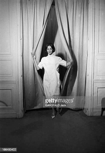 Kouka Featured Model Of Dior Paris 17 Février 1959 Closeup Kouka DENIS mannequin vedette Brésilienne de DIOR le mannequin Kouka DENIS vêtue d'une...