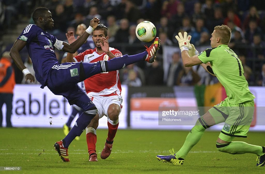 Kouyate Cheikhou of Rsc Anderlecht - Mehdi Carcela Gonzalez of Standard Liege - Kaminski Thomas of Rsc Anderlecht during the Jupiler League match between RSC Anderlecht and Standard Liege on October 27, 2013 in Anderlecht, Belgium.