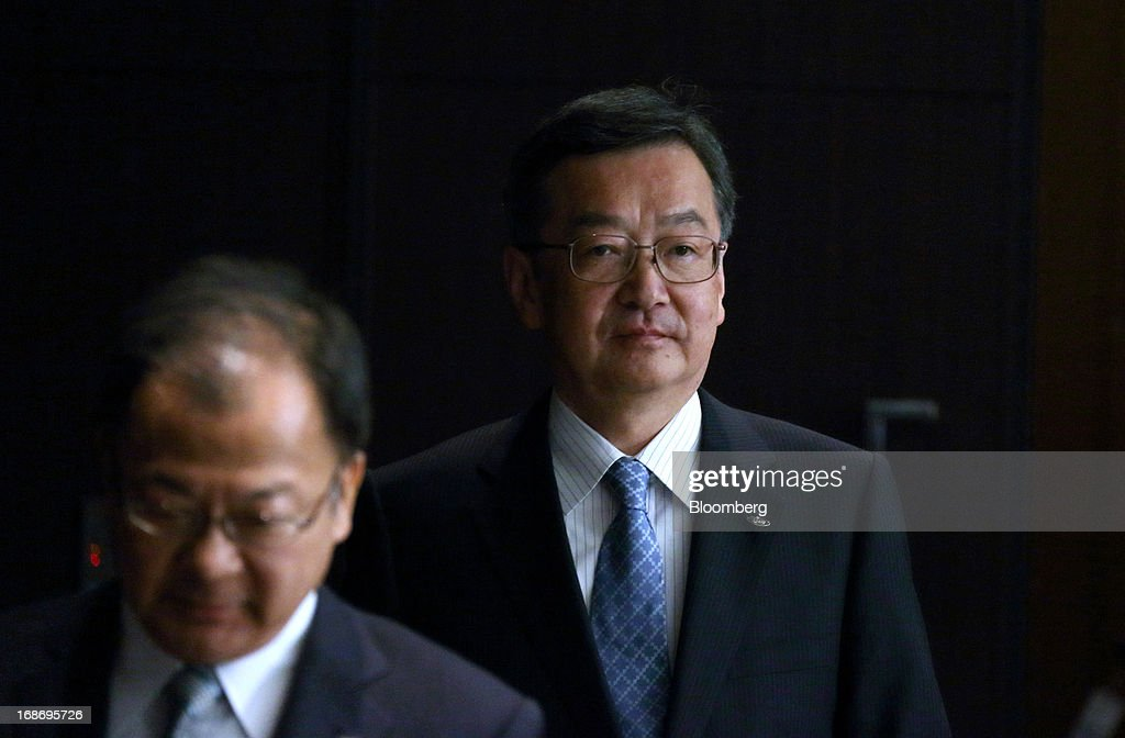 Kozo Takahashi, incoming president of Sharp Corp., right, and <a gi-track='captionPersonalityLinkClicked' href=/galleries/search?phrase=Takashi+Okuda&family=editorial&specificpeople=9017977 ng-click='$event.stopPropagation()'>Takashi Okuda</a>, incoming chairman, arrive for a news conference in Tokyo, Japan, on Tuesday, May 14, 2013. Sharp Corp. forecast its first annual profit in three years as Japan's largest maker of liquid-crystal displays expects orders to recover after signing a deal with Samsung Electronics Co. Photographer: Tomohiro Ohsumi/Bloomberg via Getty Images