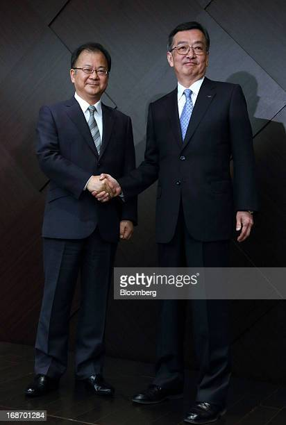 Kozo Takahashi incoming president of Sharp Corp right shakes hands with Takashi Okuda incoming chairman of Sharp Corp during a news conference in...