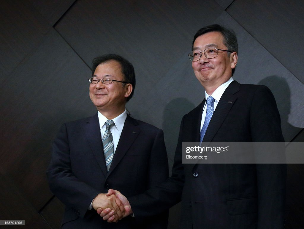 Kozo Takahashi, incoming president of Sharp Corp., right, shakes hands with Takashi Okuda, incoming chairman of Sharp Corp., during a news conference in Tokyo, Japan, on Tuesday, May 14, 2013. Sharp Corp. forecast its first annual profit in three years as Japan's largest maker of liquid-crystal displays expects orders to recover after signing a deal with Samsung Electronics Co. Photographer: Tomohiro Ohsumi/Bloomberg via Getty Images