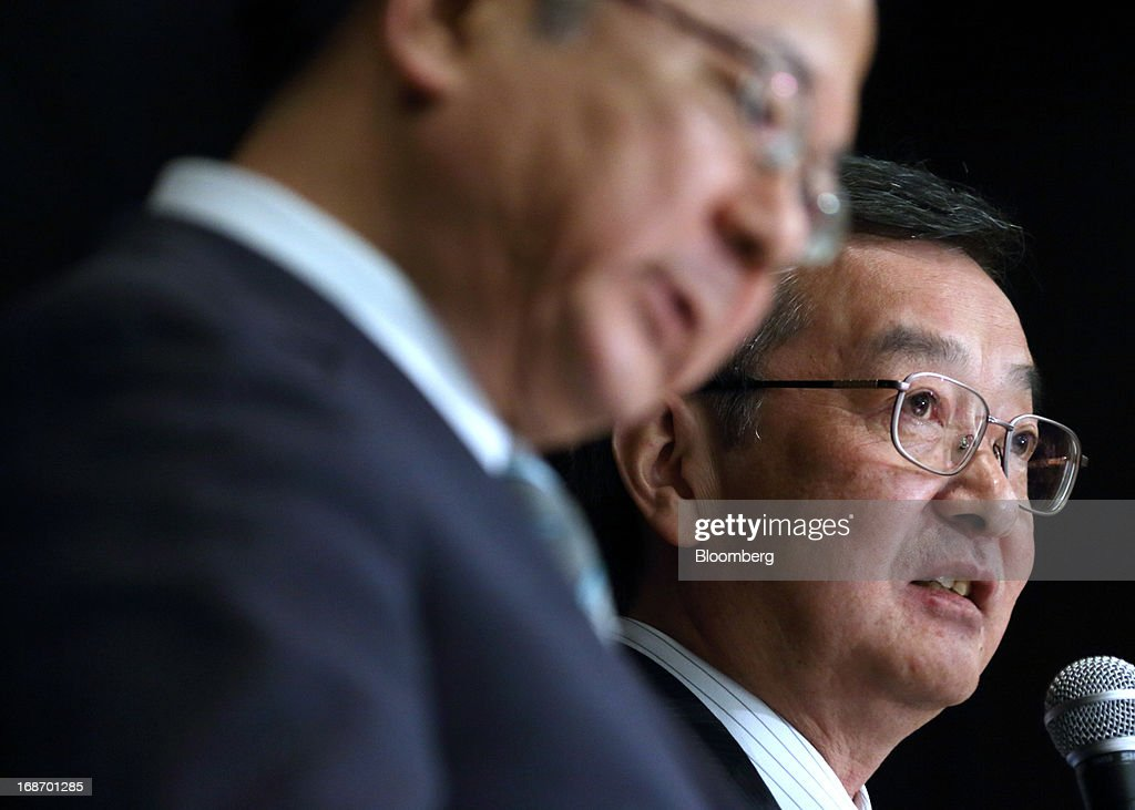 Kozo Takahashi, incoming president of Sharp Corp., right, speaks as Takashi Okuda, incoming chairman of Sharp Corp., listens during a news conference in Tokyo, Japan, on Tuesday, May 14, 2013. Sharp Corp. forecast its first annual profit in three years as Japan's largest maker of liquid-crystal displays expects orders to recover after signing a deal with Samsung Electronics Co. Photographer: Tomohiro Ohsumi/Bloomberg via Getty Images