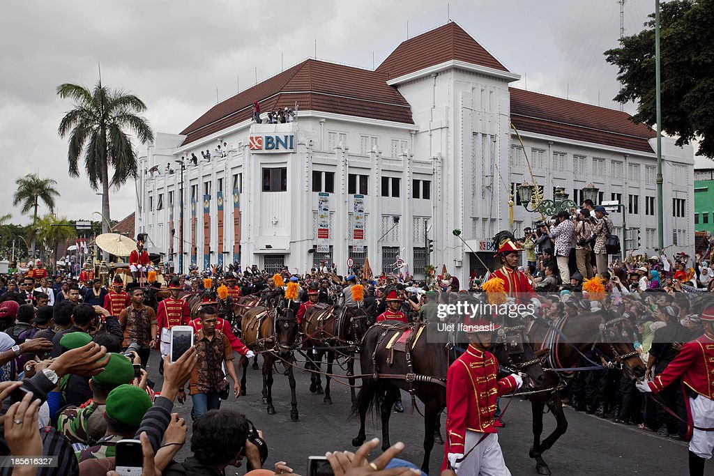 Kraton palace horse drawn carriages during the wedding ceremony parade as part of the Royal Wedding Held For Sultan Hamengkubuwono X's Daughter Gusti Ratu Kanjeng Hayu And KPH Notonegoro on October 23, 2013 in Yogyakarta, Indonesia. Wedding celebrations will take place between October 21st and 23rd. The wedding parade will include 12 royal horse drawn carriages and will be streamed live on the internet so that it can be watched by people all over the world.