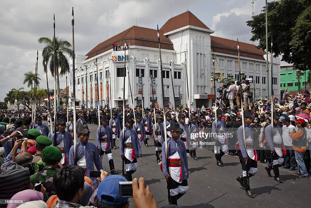 Kraton palace soldiers take during the wedding ceremony parade as part of the Royal Wedding Held For Sultan Hamengkubuwono X's Daughter Gusti Ratu Kanjeng Hayu And KPH Notonegoro on October 23, 2013 in Yogyakarta, Indonesia. Wedding celebrations will take place between October 21st and 23rd. The wedding parade will include 12 royal horse drawn carriages and will be streamed live on the internet so that it can be watched by people all over the world.