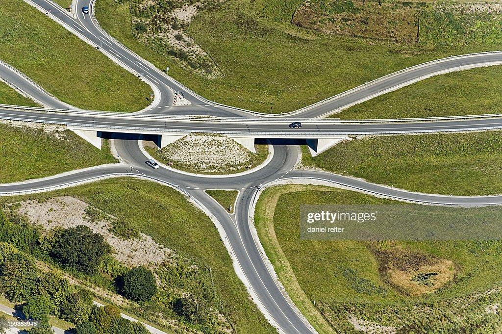 Kreisverkehr mit Brücke