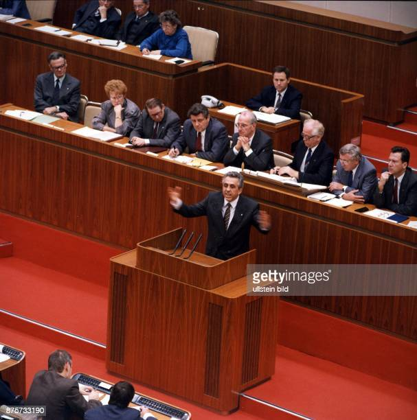 Krenz Egon Politician SED GDR during his last speech in the people's chamber