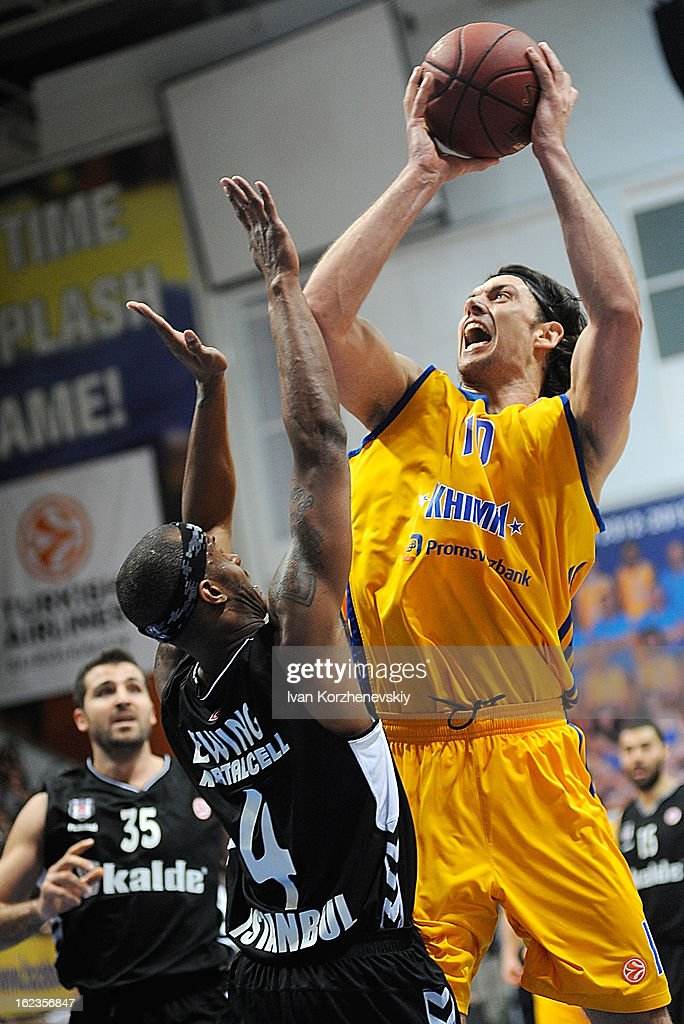 Kresimir Loncar, #10 of BC Khimki Moscow Region competes with Daniel Ewing, #4 of Besiktas JK Istanbul during the 2012-2013 Turkish Airlines Euroleague Top 16 Date 8 between BC Khimki Moscow Region v Besiktas JK Istanbul at Basketball Center of Moscow on February 22, 2013 in Moscow, Russia.