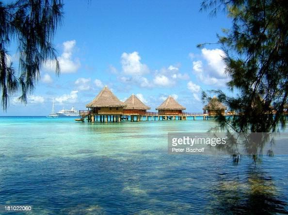 Kreuzfahrtschiff MS 'Astor' Rangiroa Tahiti Südsee Pazifik Reise Kreuzfahrt Luxus Schiff Schiffe Meer Hütte