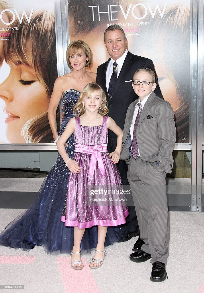 Krickitt Carpenter (L) and Jim Carpenter and their family attend the Premiere of Sony Pictures' 'The Vow' at Grauman's Chinese Theatre on February 6, 2012 in Hollywood, California.