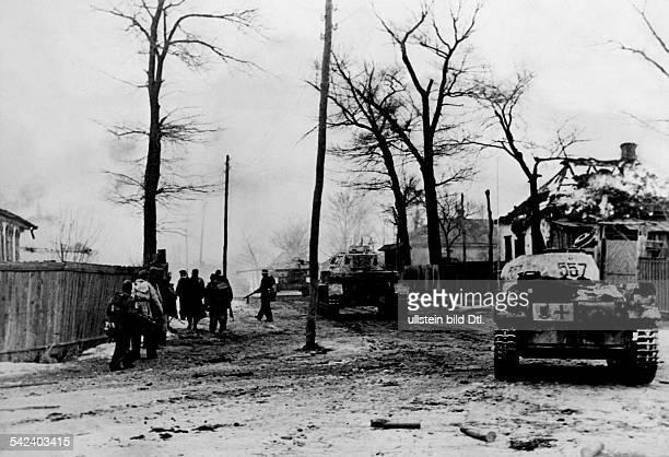 Kriegsschauplatz Russland / Sowjetunion Stabilisierung der Front im Raum Donez/Dnjepr Charkow Eindringen von Einheiten der WaffenSS in die Vorstaedte...