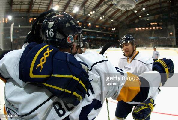 Kris Beech of HV71 celebrates with his team mates after scoring the 12 goal during the IIHF Champions Hockey League game between SC Bern and HV71...