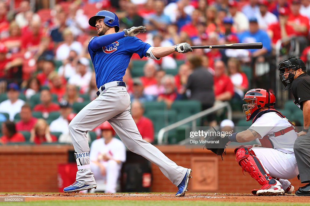 <a gi-track='captionPersonalityLinkClicked' href=/galleries/search?phrase=Kris+Bryant+-+Giocatore+di+baseball&family=editorial&specificpeople=14019446 ng-click='$event.stopPropagation()'>Kris Bryant</a> #17 of the Chicago Cubs hits an RBI single eagainst the St. Louis Cardinals in the first inning at Busch Stadium on May 24, 2016 in St. Louis, Missouri.