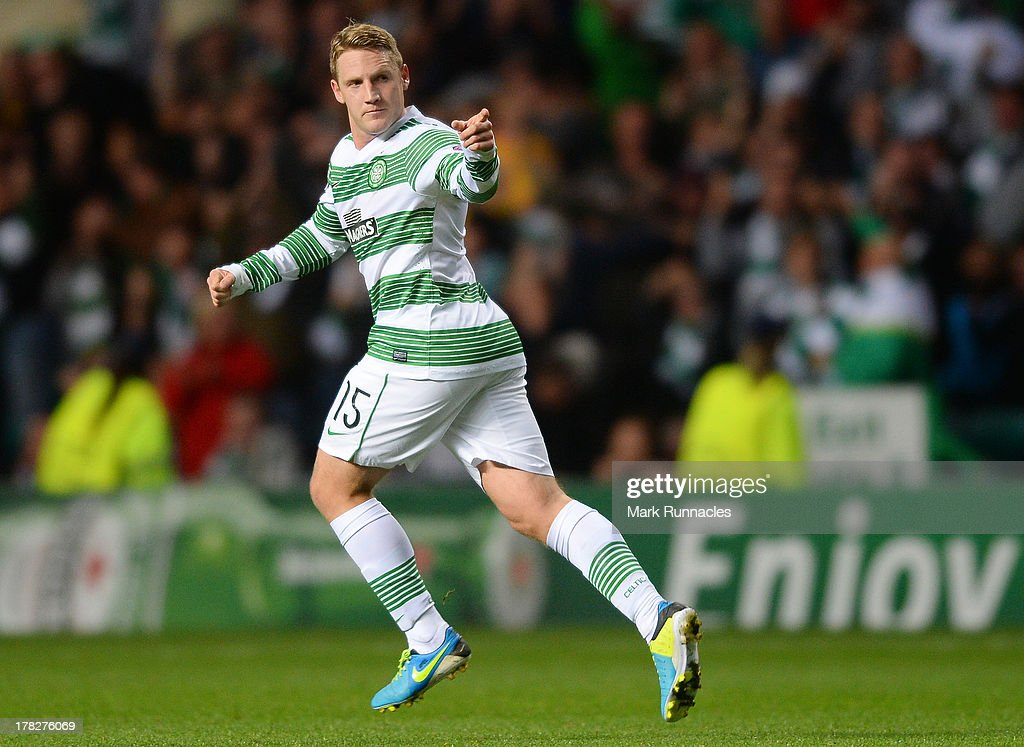 Kris Commons of Celtic scores just before half time and celebrates with his team mates during the UEFA Champions League Play Off Round Second Leg match between Celtic and FC Shakhter Karagandy at Celtic Park Stadium on August 28, 2013 in Glasgow, Scotland.
