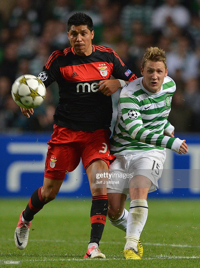Kris Commons of Celtic tackles <a gi-track='captionPersonalityLinkClicked' href=/galleries/search?phrase=Enzo+Perez&family=editorial&specificpeople=3275855 ng-click='$event.stopPropagation()'>Enzo Perez</a> of SL Benfica during the Champions League UEFA Champions League match between Celtic and SL Benfica at Celtic Park on September 19, 2012 in Glasgow,Scotland.