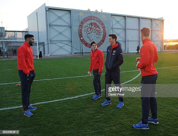 Kris Da Graca Savvas Mourgos Krystain Bielik and Hugo Keto of Arsenal check out the pitch before the match between Olympiacos and Arsenal on December...