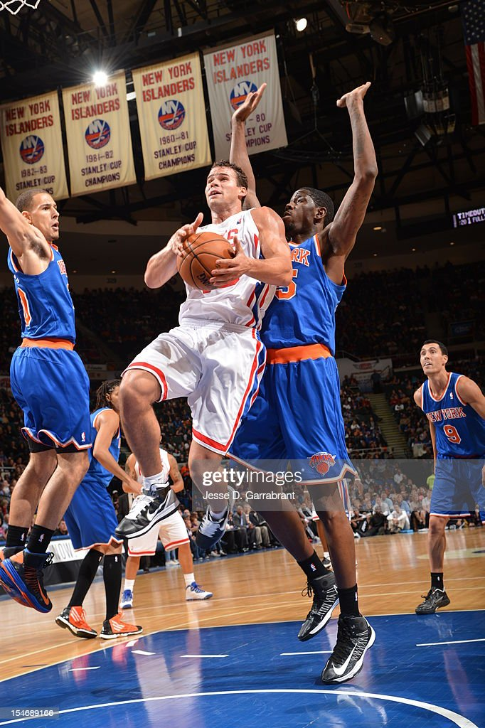 Kris Humphries #43 of the Brooklyn Nets drives to the basket against Mychel Thompson #20 of the New York Knicks on October 24, 2012 at the Nassau Veterans Memorial Coliseum in Long Island, New York.