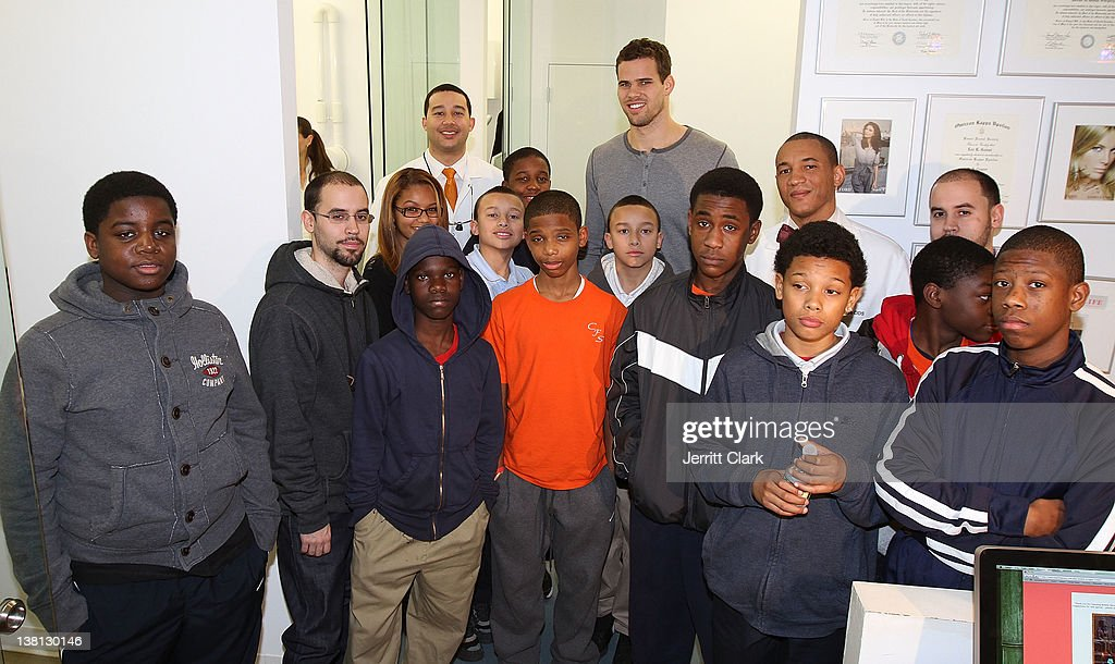<a gi-track='captionPersonalityLinkClicked' href=/galleries/search?phrase=Kris+Humphries&family=editorial&specificpeople=209199 ng-click='$event.stopPropagation()'>Kris Humphries</a> (C) poses with Alexandre Gause DDS, Lee Gause DDS of Smile Design Manhattan and 12 youth from Urban Promise during Celebrities For Smiles hosted by <a gi-track='captionPersonalityLinkClicked' href=/galleries/search?phrase=Kris+Humphries&family=editorial&specificpeople=209199 ng-click='$event.stopPropagation()'>Kris Humphries</a> at Smile Design Manhattan on February 2, 2012 in New York City.