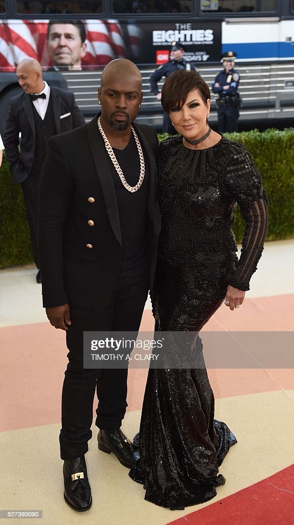 Kris Jenner (R) arrives for the Costume Institute Benefit at The Metropolitan Museum of Art May 2, 2016 in New York. / AFP / TIMOTHY