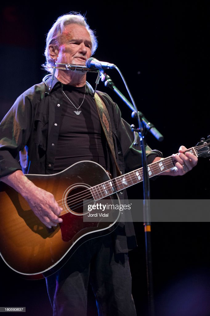 <a gi-track='captionPersonalityLinkClicked' href=/galleries/search?phrase=Kris+Kristofferson&family=editorial&specificpeople=206202 ng-click='$event.stopPropagation()'>Kris Kristofferson</a> performs on stage at Take Root Festival 2013 at De Oosterport on September 14, 2013 in Groningen, Netherlands.