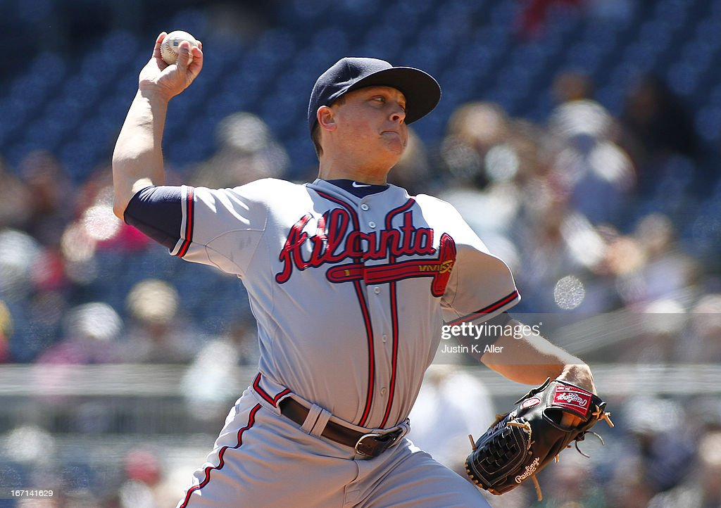 Kris Medlen #54 of the Atlanta Braves pitches in the first inning against the Pittsburgh Pirates during the game on April 21, 2013 at PNC Park in Pittsburgh, Pennsylvania.