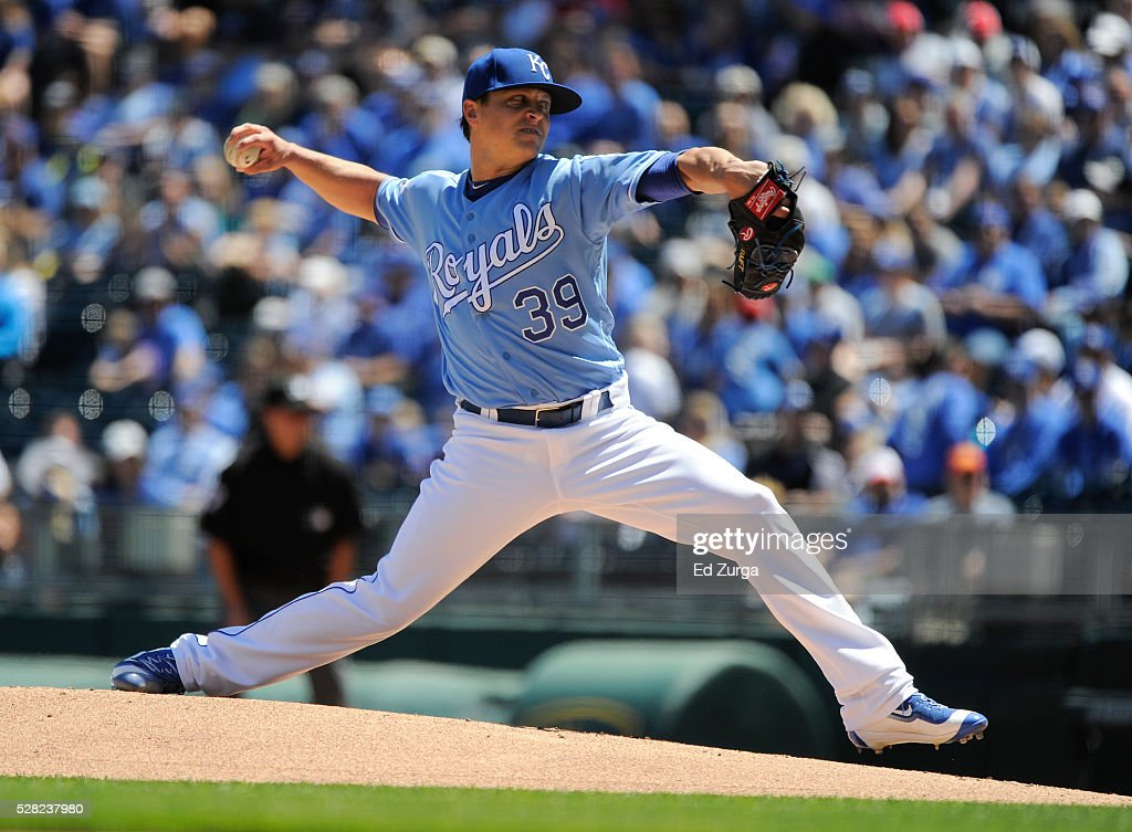<a gi-track='captionPersonalityLinkClicked' href=/galleries/search?phrase=Kris+Medlen&family=editorial&specificpeople=5743982 ng-click='$event.stopPropagation()'>Kris Medlen</a> #39 of the Kansas City Royals throws in the first inning against the Washington Nationals at Kauffman Stadium on May 4, 2016 in Kansas City, Missouri.