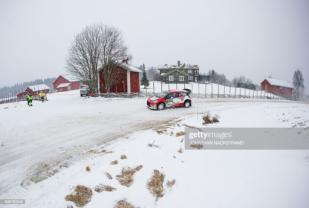 Kris Meeke of Britain and his co-driver Paul Nagle of Ireland pull over with their Citroen DS3 WRC due to a problem with the car wheels during the 8nd stage of the Rally Sweden, second round of the FIA World Rally Championship on February 12, 2016 in Rojden, near Svullrya, Norway. / AFP / JONATHAN NACKSTRAND
