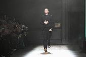 Christian Dior : Runway - Paris Fashion Week - Haute...
