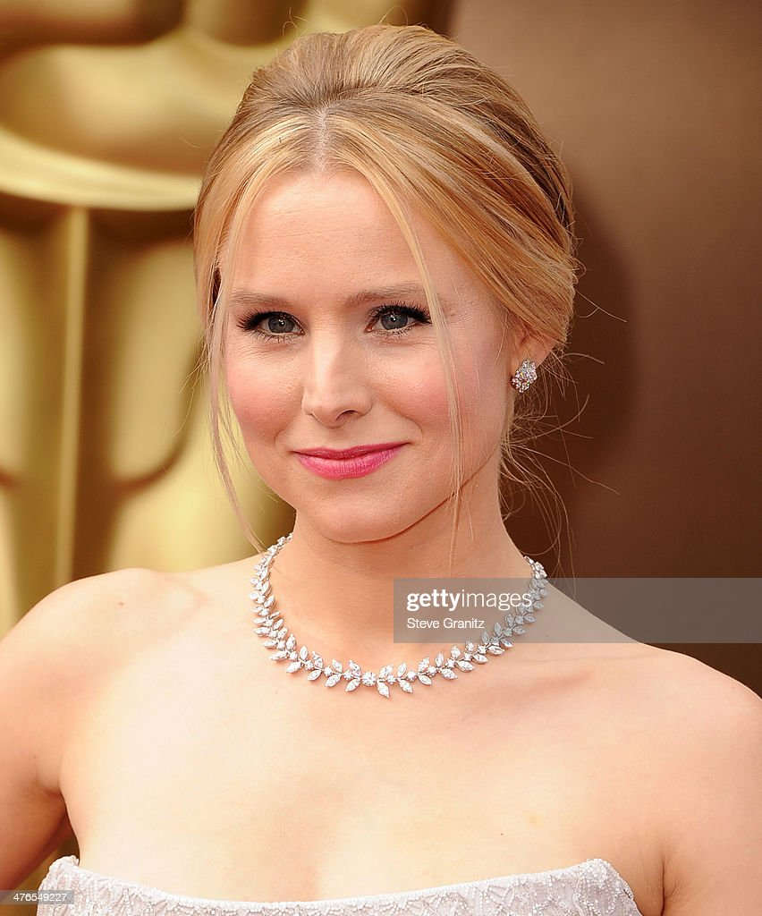 Kristen Bell arrives at the 86th Annual Academy Awards at Hollywood & Highland Center on March 2, 2014 in Hollywood, California.