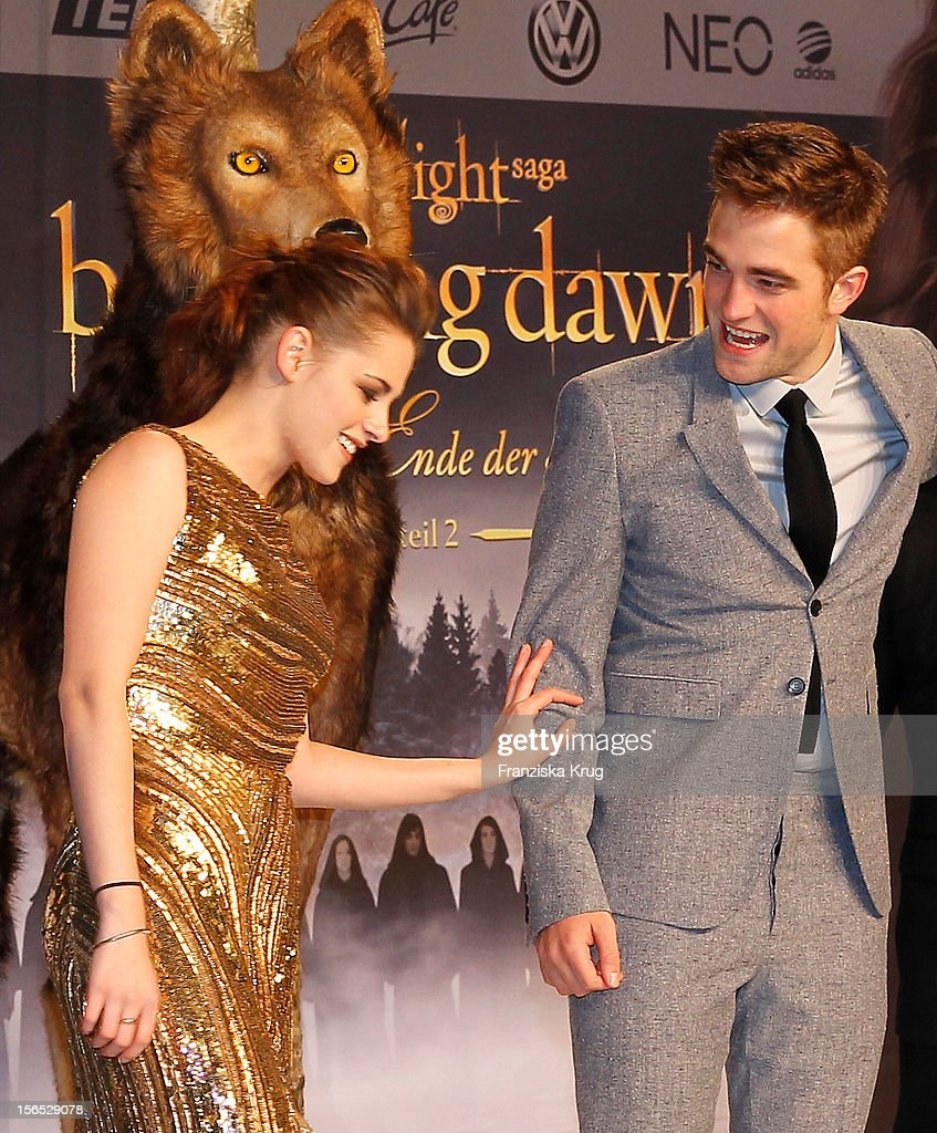 Kristen Stewart and Robert Pattinson attend the 'Twilight Saga: Breaking Dawn Part 2' Germany Premiere at CineStar on November 16, 2012 in Berlin, Germany.