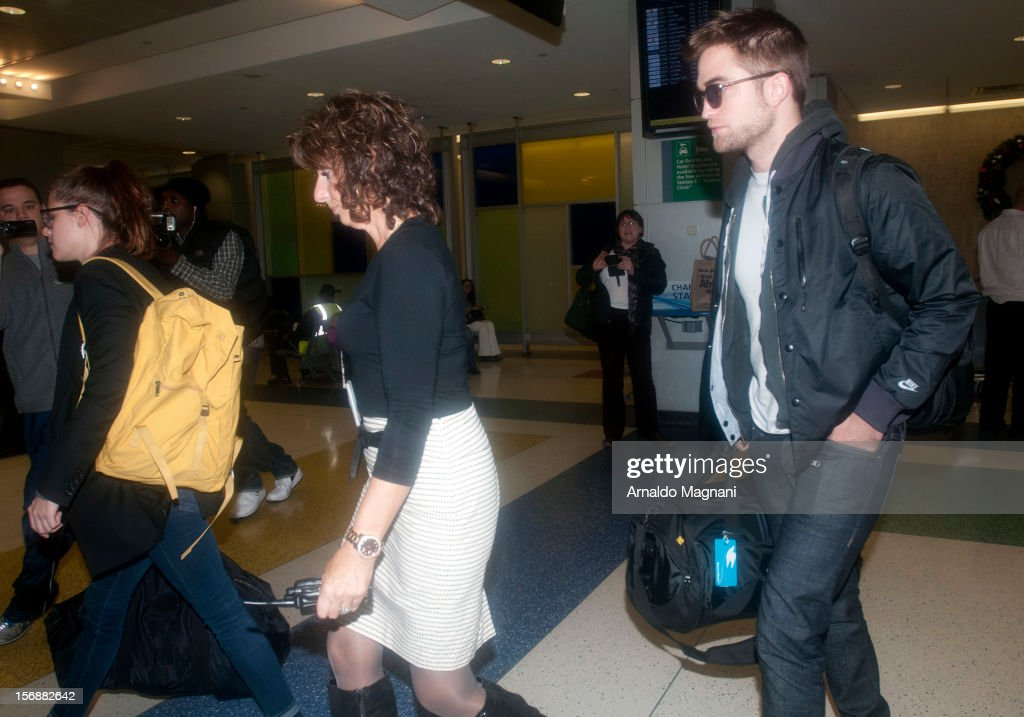 <a gi-track='captionPersonalityLinkClicked' href=/galleries/search?phrase=Kristen+Stewart&family=editorial&specificpeople=2166264 ng-click='$event.stopPropagation()'>Kristen Stewart</a> and <a gi-track='captionPersonalityLinkClicked' href=/galleries/search?phrase=Robert+Pattinson&family=editorial&specificpeople=734445 ng-click='$event.stopPropagation()'>Robert Pattinson</a> sighting at JFK Airport on November 23, 2012 in New York City.