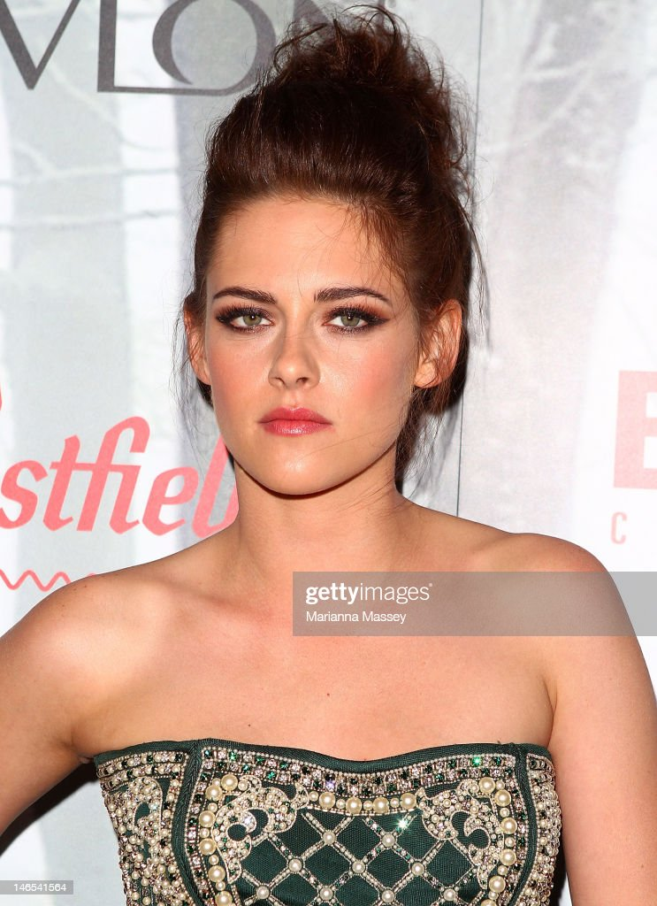 <a gi-track='captionPersonalityLinkClicked' href=/galleries/search?phrase=Kristen+Stewart&family=editorial&specificpeople=2166264 ng-click='$event.stopPropagation()'>Kristen Stewart</a> arrives at the Snow White & The Huntsman Australian Premiere at Event Cinemas Bondi Junction on June 19, 2012 in Sydney, Australia.
