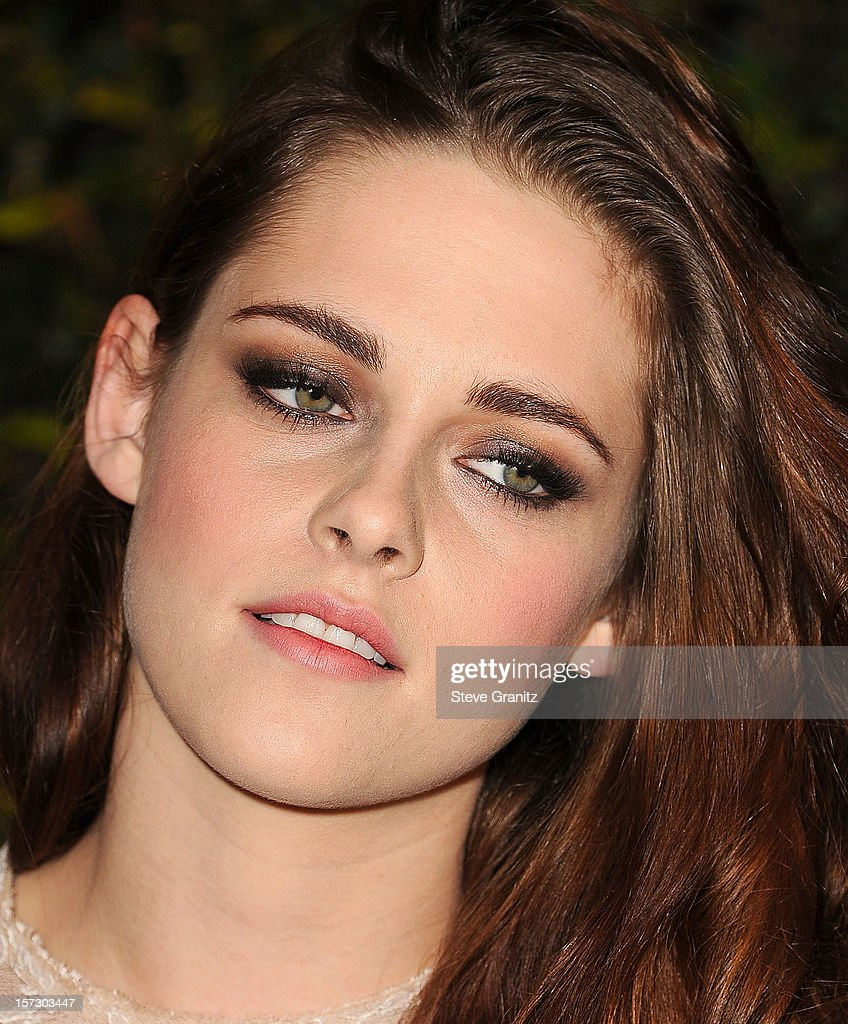 Kristen Stewart arrives at the The Academy Of Motion Pictures Arts And Sciences' Governors Awards at The Ray Dolby Ballroom at Hollywood & Highland Center on December 1, 2012 in Hollywood, California.