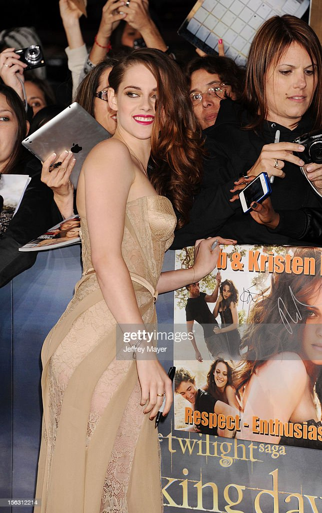 Kristen Stewart arrives at the 'The Twilight Saga: Breaking Dawn - Part 2' Los Angeles Premiere at Nokia Theatre L.A. Live on November 12, 2012 in Los Angeles, California.
