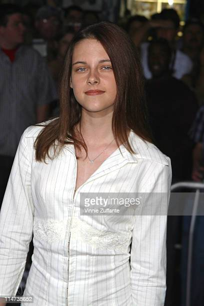 Kristen Stewart attending the premiere of Cold Creek Manor at the El Capitan Theatre in Hollywood CA 09/17/03