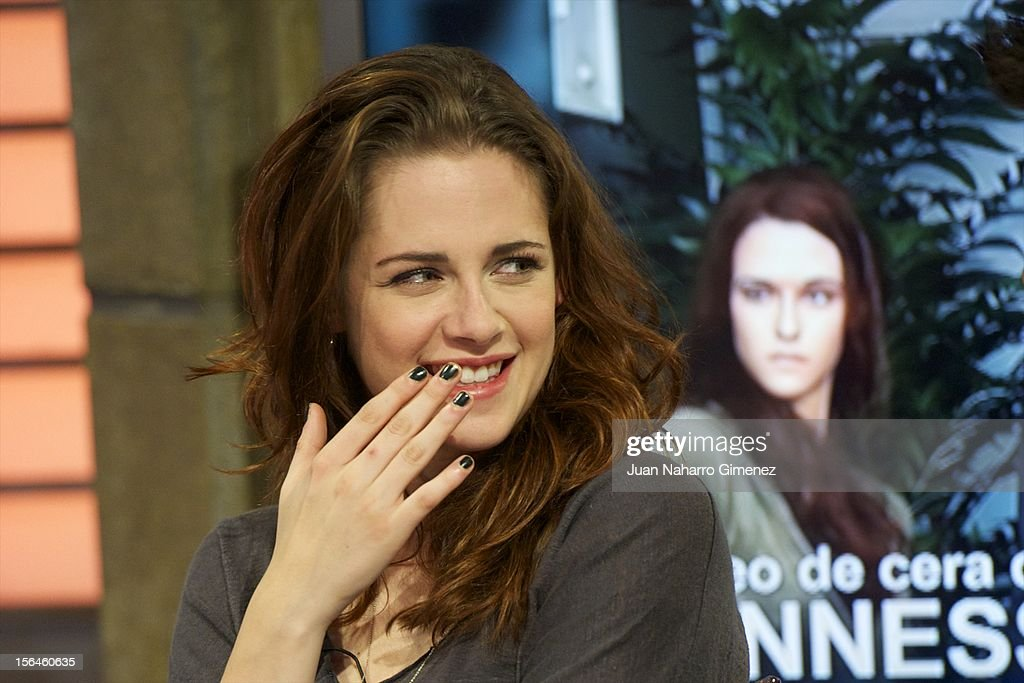 <a gi-track='captionPersonalityLinkClicked' href=/galleries/search?phrase=Kristen+Stewart&family=editorial&specificpeople=2166264 ng-click='$event.stopPropagation()'>Kristen Stewart</a> attends 'El Hormiguero' Tv show at Vertice Studio on November 15, 2012 in Madrid, Spain.