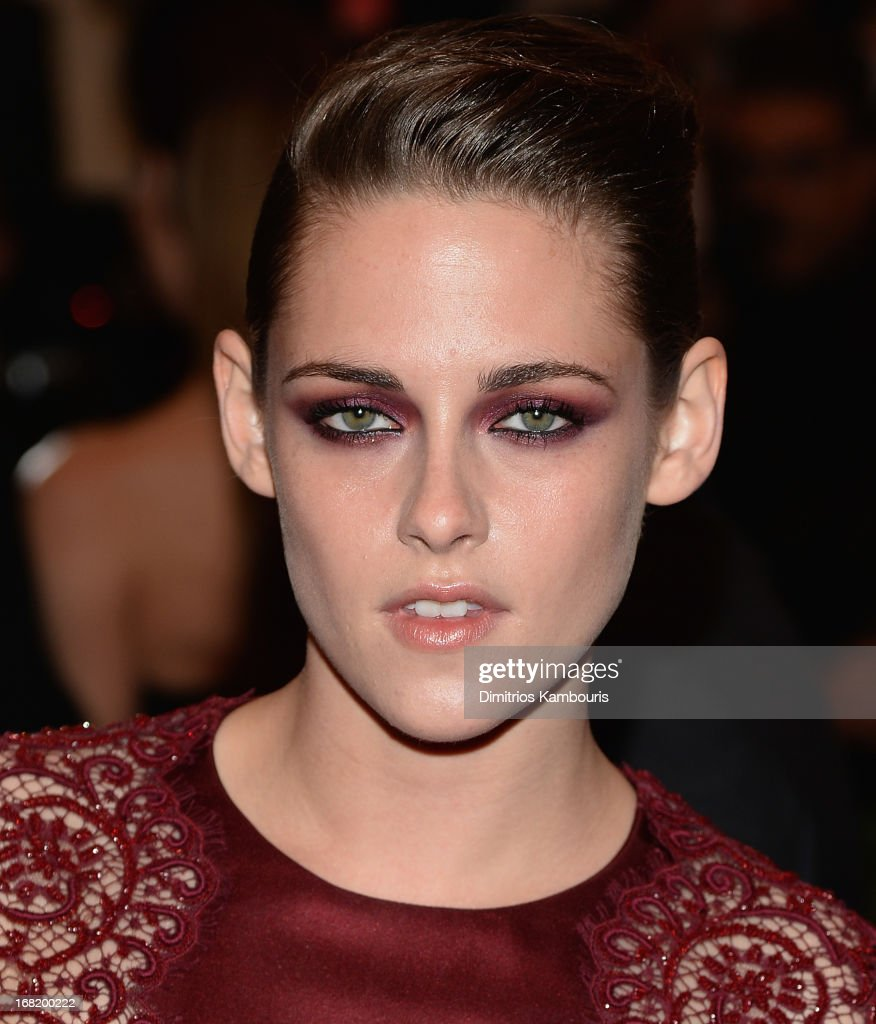 <a gi-track='captionPersonalityLinkClicked' href=/galleries/search?phrase=Kristen+Stewart&family=editorial&specificpeople=2166264 ng-click='$event.stopPropagation()'>Kristen Stewart</a> attends the 2013 Costume Institute Gala -