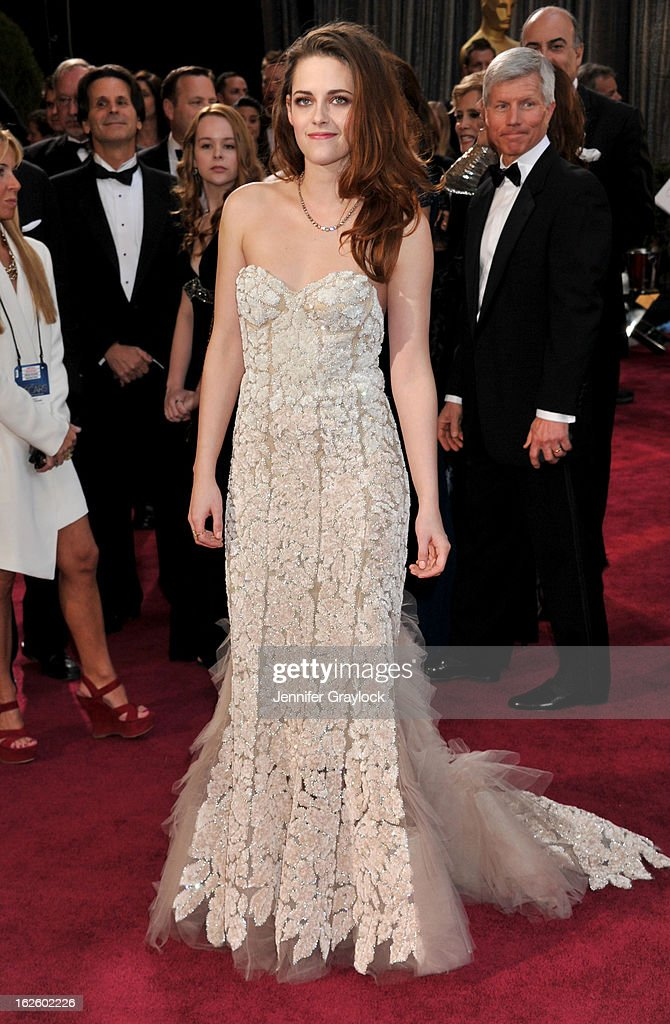 Kristen Stewart attends the 85th Annual Academy Awards held at the Hollywood & Highland Center on February 24, 2013 in Hollywood, California.