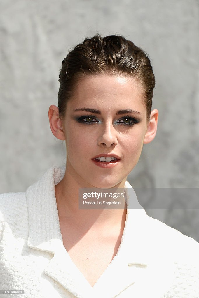 <a gi-track='captionPersonalityLinkClicked' href=/galleries/search?phrase=Kristen+Stewart&family=editorial&specificpeople=2166264 ng-click='$event.stopPropagation()'>Kristen Stewart</a> attends the Chanel show as part of Paris Fashion Week Haute-Couture Fall/Winter 2013-2014 at Grand Palais on July 2, 2013 in Paris, France.