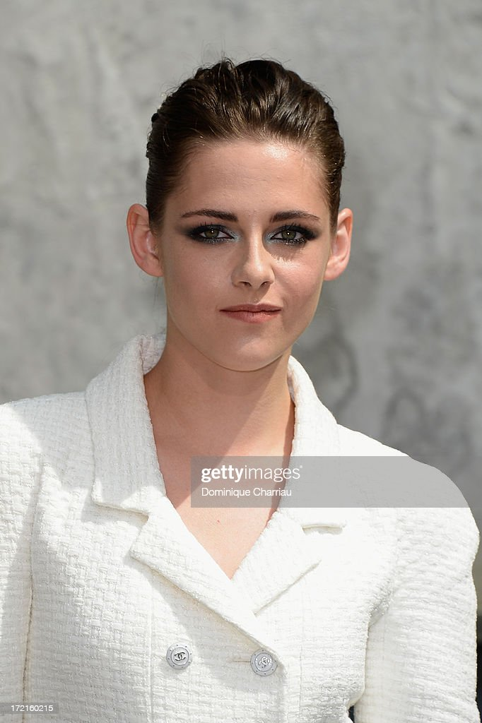 <a gi-track='captionPersonalityLinkClicked' href=/galleries/search?phrase=Kristen+Stewart&family=editorial&specificpeople=2166264 ng-click='$event.stopPropagation()'>Kristen Stewart</a> attends the Chanel show as part of Paris Fashion Week Haute Couture Fall/Winter 2013-2014 at Grand Palais on July 2, 2013 in Paris, France.