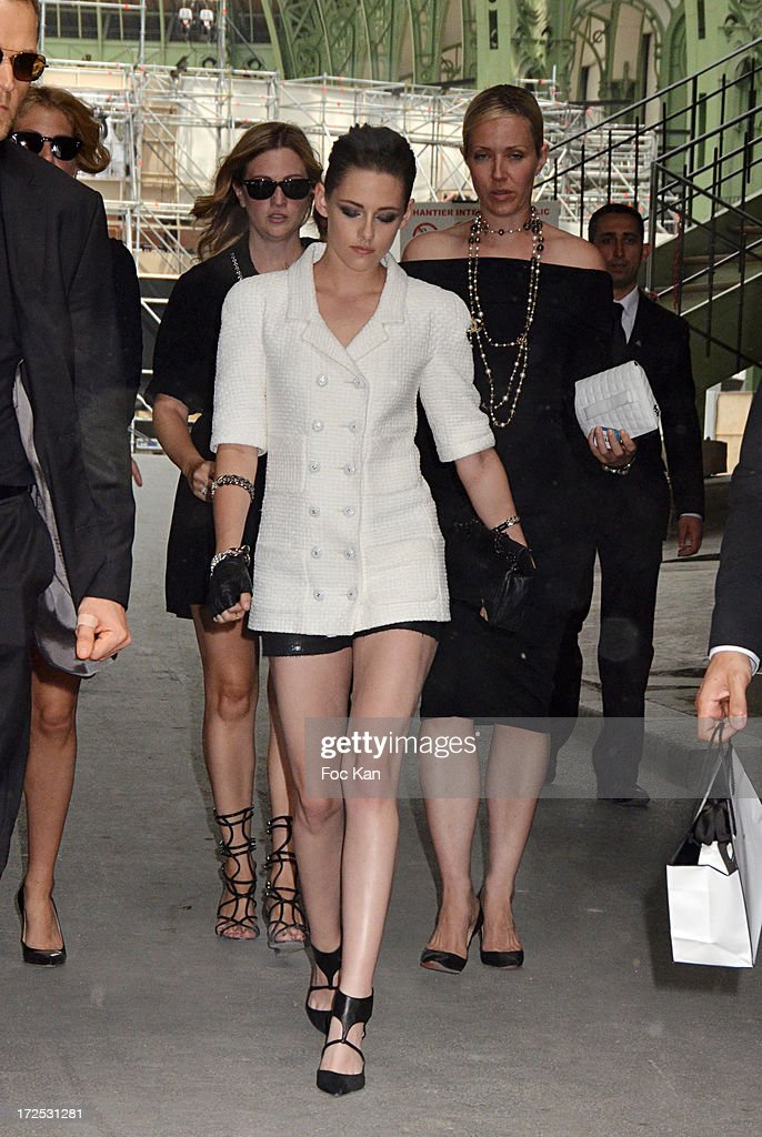 Kristen Stewart attends the Chanel show as part of Paris Fashion Week Haute-Couture Fall/Winter 2013-2014 at the Grand Palais on July 2, 2013 in Paris, France.