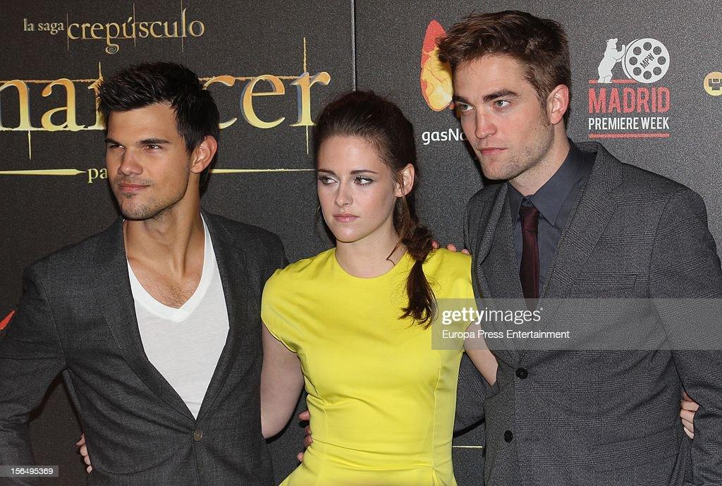 Kristen Stewart, Robert Pattinson (R) and Taylor Lautner attend 'The Twilight Saga: Breaking Dawn - Part 2' photocall at Kinepolis Cinema on November 15, 2012 in Madrid, Spain.