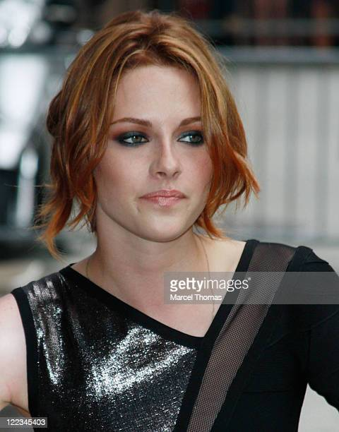 Kristen Stewart visits 'Late Show With David Letterman'at the Ed Sullivan Theater on June 28 2010 in New York City