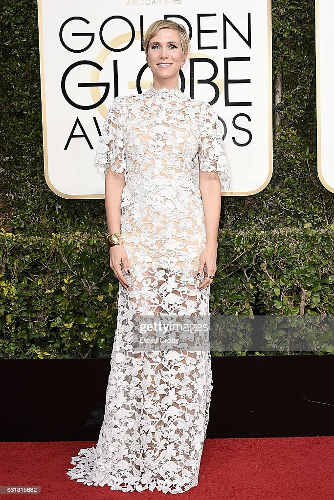 kristen-wiig-attends-the-74th-annual-golden-globe-awards-arrivals-at-picture-id631315882